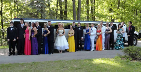 Tips on How to Reserve a Limo for Prom in Sterling Heights, MI